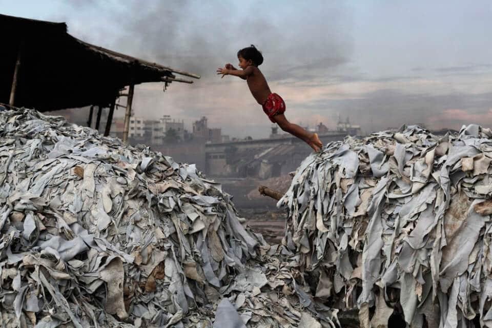 Mala gestión de residuos de Curtiembre, Hazaribagh Thana, Bangladesh. Fuente:  https://www.revistamundoverde.net/articulos/revelan-los-10-lugares-mas-contaminados-del-mundo